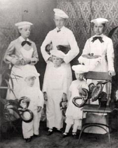 Sechs Beckerkinder ca.1882 Emma, Ferdi, Dora, Alex, Carl, Frida
