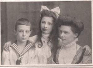 Else Becker 1908 mit Ully und Harry