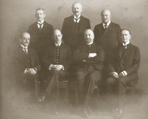 Minister-Jubiläum 11.11.1919 Greve's Hof<br /> o. v.l.n.r. Geh.Reg.Rat Gürich, Strafanstaltsdir. Hülsberg, Kommerzienrat Max Pasch<br /> u. v.l.n.r. Geh. OberRegRat Prof. Dr. Pallat, Unterstaatssekretär Prof. Dr. Becker, Minister Haenisch, Wirkl.Geh.OberRegRat Klotzsch