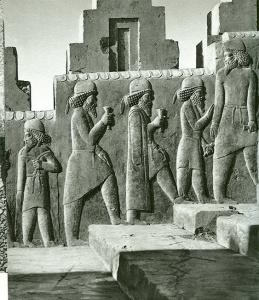 Persepolis, Tripylontreppe mit der Meder-Delegation , 6./5. Jh. Vor Chr.(Ghirshman, Perse, Gallimard, Paris 1963)