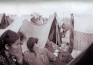 Armenische Frauen im Lager, 1916